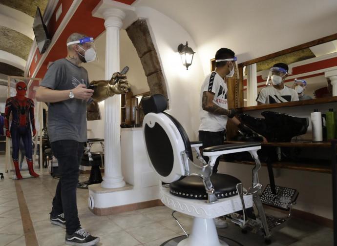 Riapertura dei barbieri