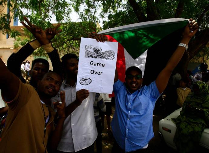 Khartoum, la festa per la deposizione di Omar Bashir