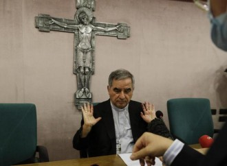 Becciu a giudizio: accuse pesanti ma lui si proclama vittima