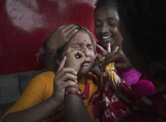"""Protezione umanitaria per gli """"zingari di fiume"""" del Bangladesh"""