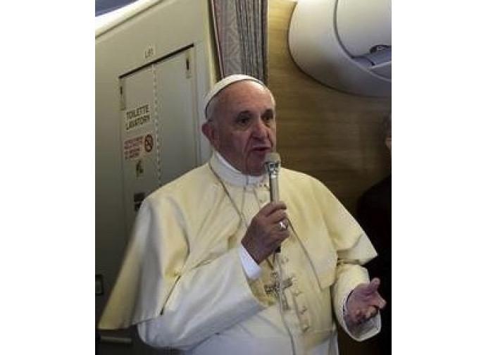 Papa Francesco sull'aereo di ritorno dall'Africa