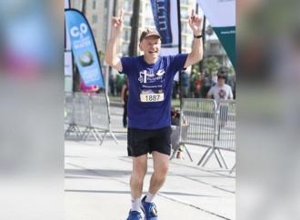 Il vescovo maratoneta che difende la vita correndo