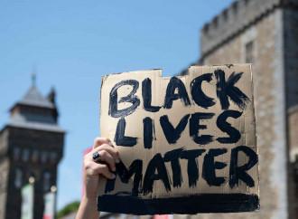 Scrivi Black Lives Matter leggi LGBT