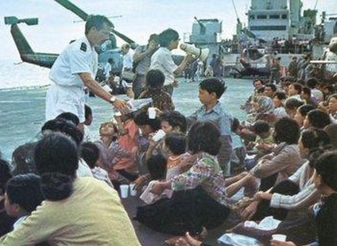 Luglio 1979, la Marina militare italiana soccorre i boat people vietnamiti nel Mar cinese meridionale