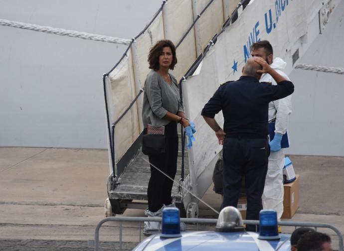 La Boldrini sale a bordo della Diciotti