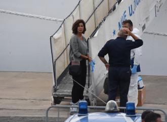 Diciotti, Salvini per ora resiste alla farsa umanitaria