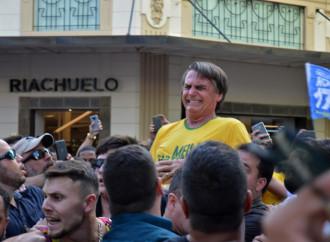 """Uccidete Bolsonaro: è l'uomo nero, """"omofobo e razzista"""""""