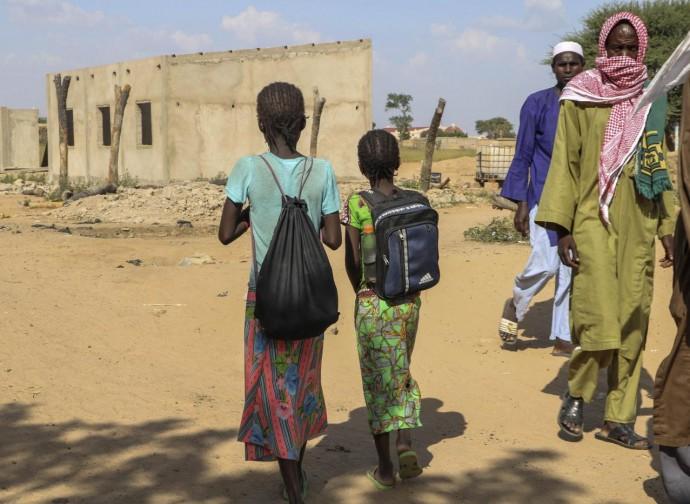 Burkina Faso, bambini muniti di bastone, per una prima autodifesa