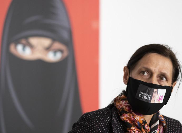 Svizzera, sì al divieto del burqa