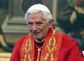 Benedetto XVI lega omosessualità e potere dell'Anticristo