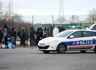 Mediterraneo e Calais, la violenza dei trafficanti di esseri umani