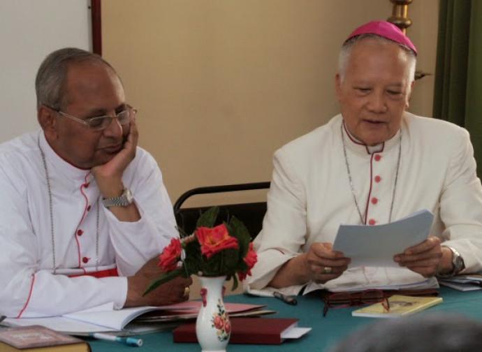 Il nunzio Van Tot (a destra) con l'Arcivescovo Ranjiit