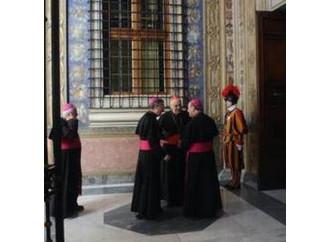 Fatti i santi, si fa la festa alla Curia