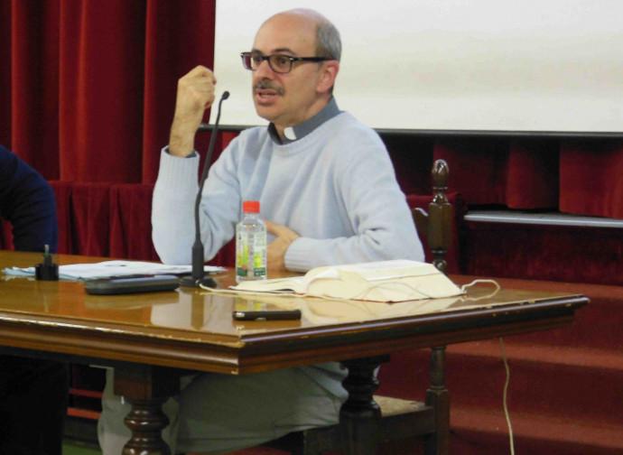 Don Gianluca Carrega, l'ideatore del corso
