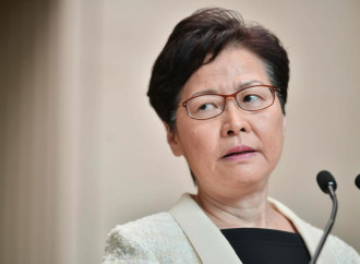 Hong Kong, Carrie Lam premier servitrice di due padroni