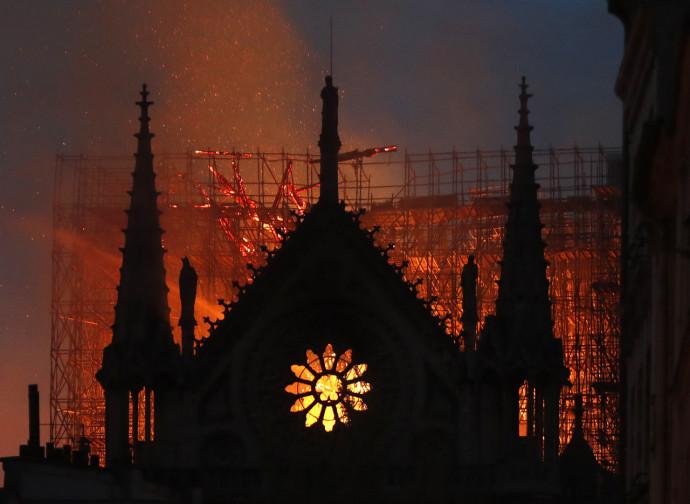 Parigi, l'incendio di Notre Dame