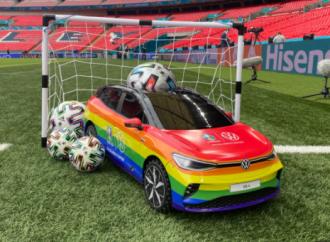 Auto arcobaleno per la finale Euro 2020