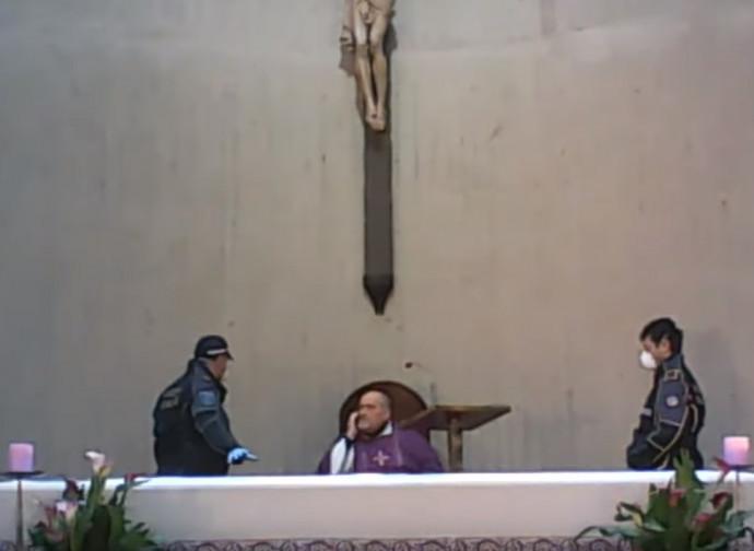 Il caso più emblematico della polizia a Cerveteri che interrompe la Messa