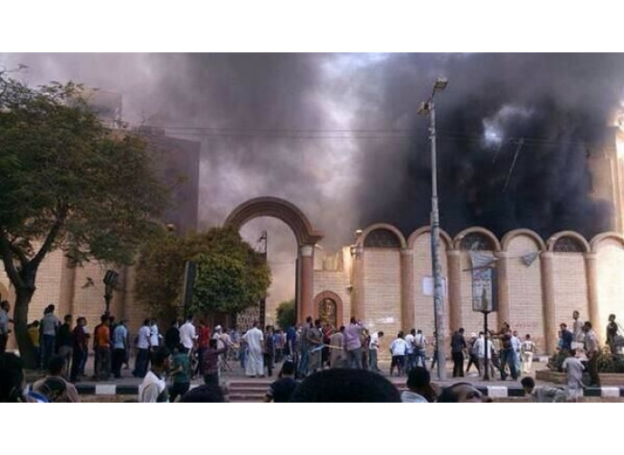Chiesa in fiamme in Iraq