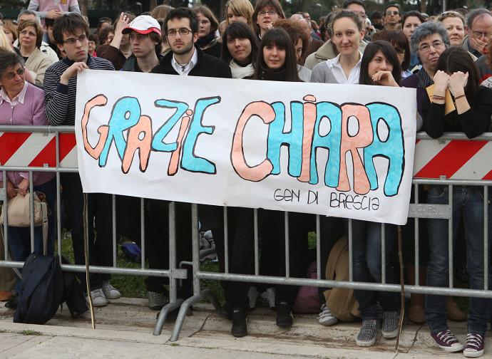 Uno striscione ai funerali di Chiara Lubich
