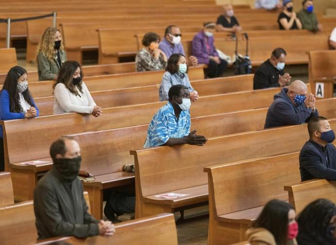 Chiesa con distanziamento