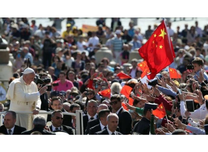 Bandiere cinesi a San Pietro