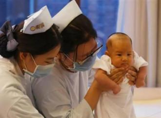 """La Cina """"liberalizza"""" la procreazione"""
