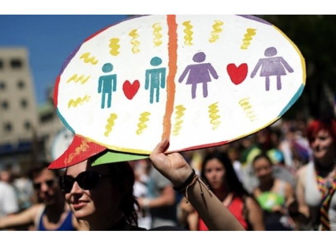 Il ddl Cirinnà dà il via libera alle adozioni per i gay