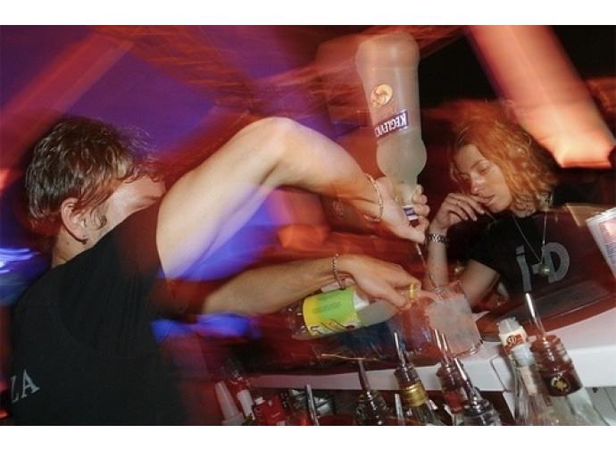 Alcol e droga per lo sballo in discoteca