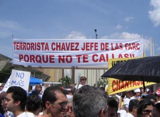 Medellin (Colombia) protesta contro le Farc e Chavez nel 2008