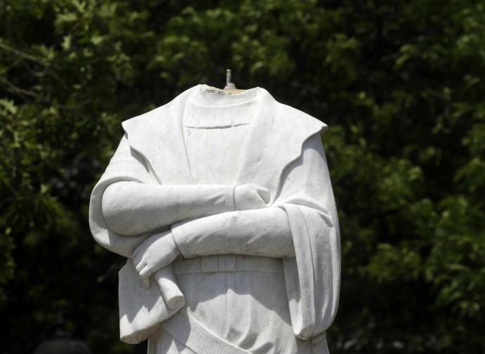 Statua di Cristoforo Colombo decapitata a Boston