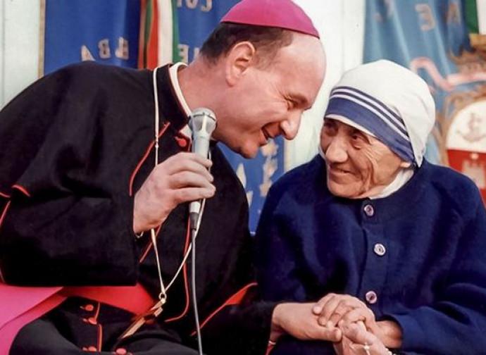 Monsignor Comastri con Madre Teresa di Calcutta