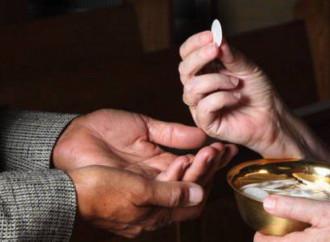 Comunione sulla mano: una disobbedienza legittimata