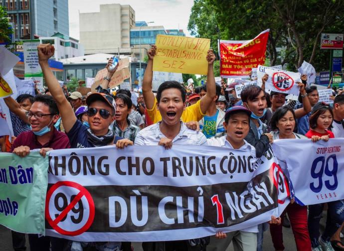 Vietnam, protesta contro le concessioni alla Cina