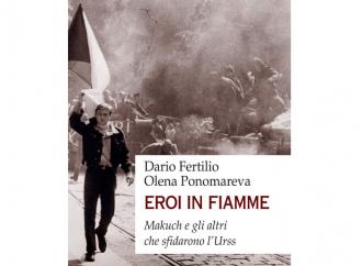 """""""Eroi in fiamme"""", la protesta estrema contro l'oppressione rossa"""