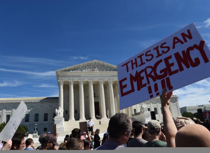 La protesta di fronte alla Corte Suprema