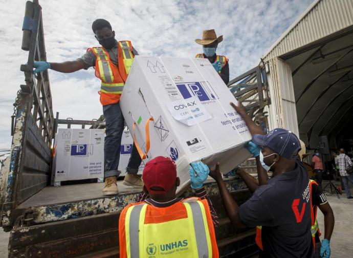 Arrivo di vaccini in Africa donati da Covax