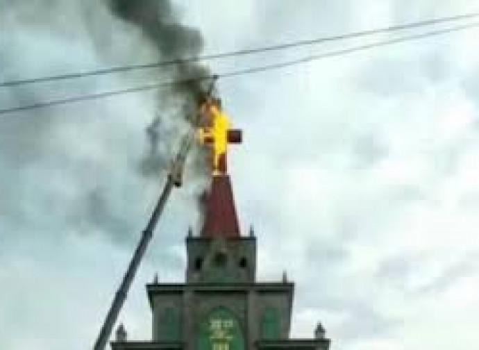 Croce bruciata nello Henan