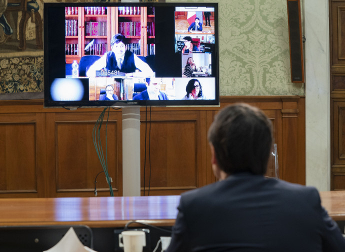 Conte in videoconferenza con il Comitato Tecnico Scientifico