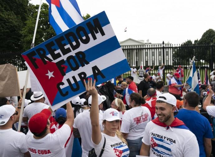 Manifestazione di cubani di fronte alla Casa Bianca