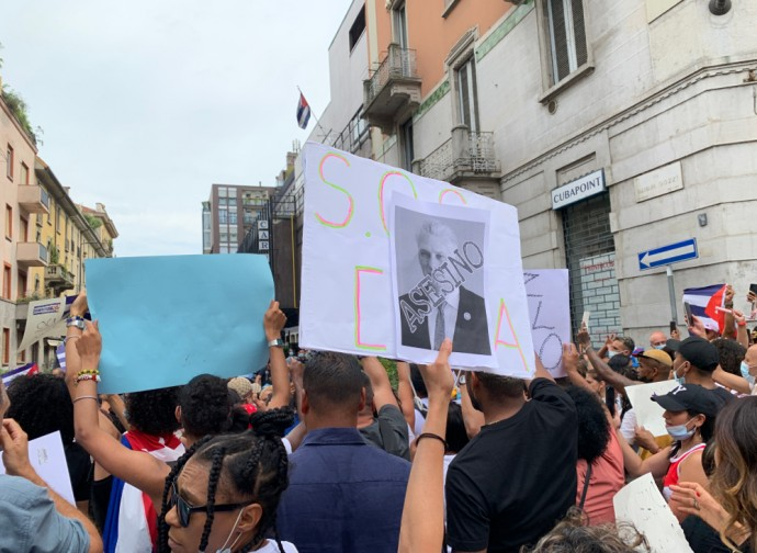 Poster contro Miguel Diaz Canel presidente di Cuba