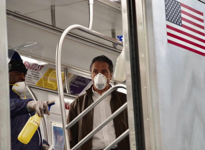 Andrew Cuomo ispeziona la metropolitana di New York