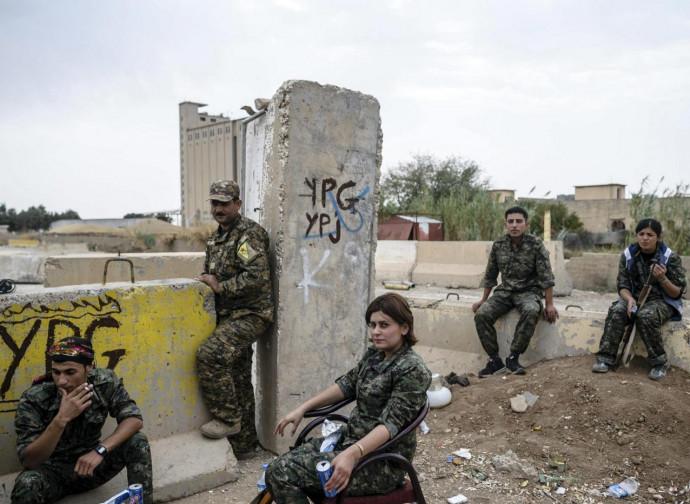 Combattenti curdi al fronte