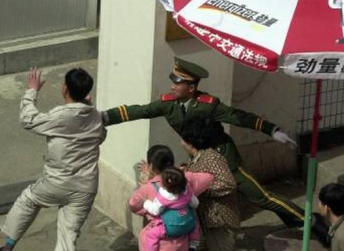 Defezionista nord coreano bloccato all'ingresso dell'ambasciata cinese
