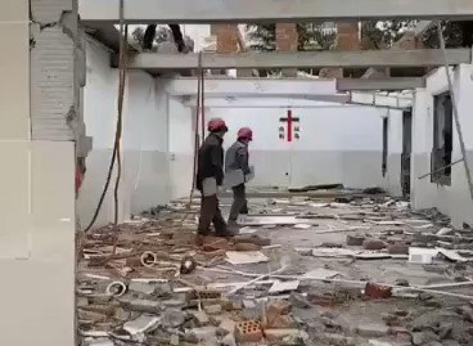 Demolizione di una chiesa a Yixing, nel Jiangsu