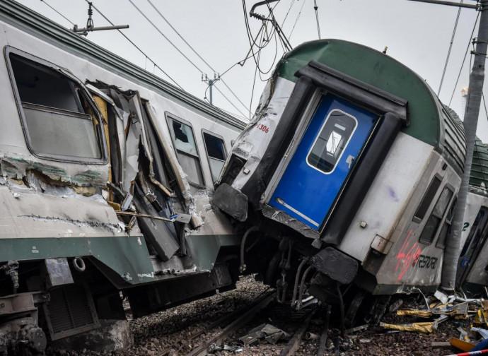 Il treno deragliato alle porte di Milano