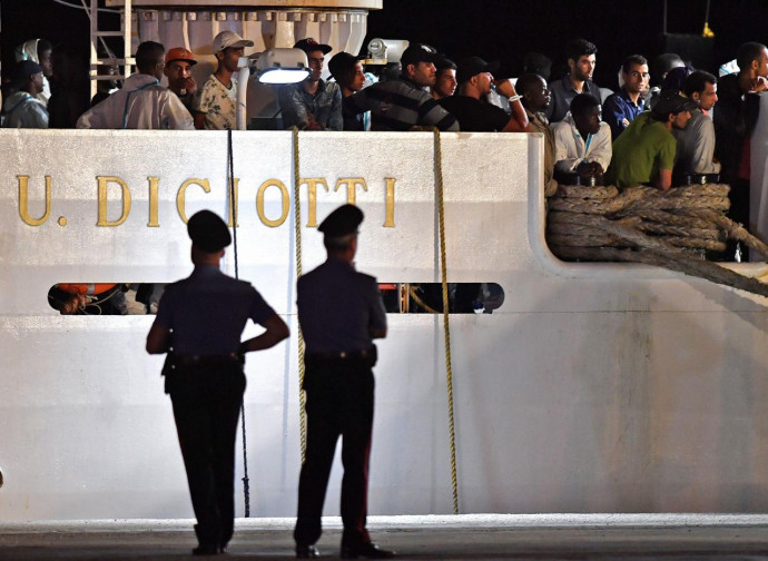 Immigrati a bordo del Diciotti (della Guardia Costiera)