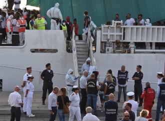 Mistero sulla nave fantasma trovata vicino ai migranti