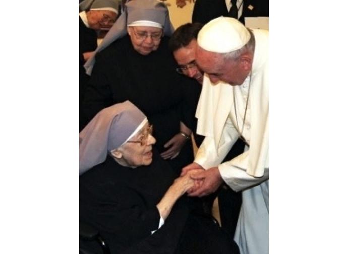 L'incontro tra papa Francesco e le Piccole suore durante le recente visita in Usa
