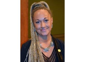 La donna bianca che si faceva credere africana